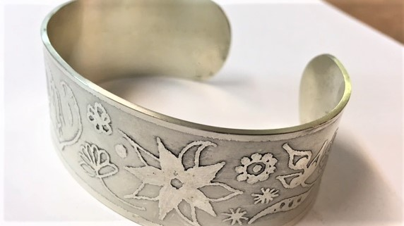 Bangle etched design