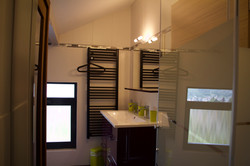 Alise Haut bathroom with sauna