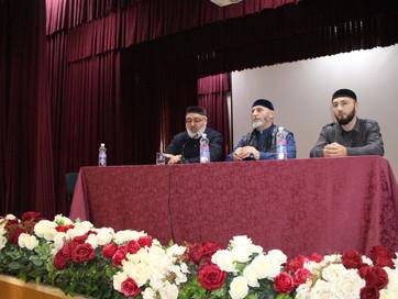 Арби Хабзиев провёл встретился со студентами Чеченского государственного колледжа