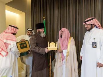 """Имам-хатыб мечети """"Аль-Харам"""" (Мекка) возобновил сунну одарив почетного гостя - Муфтия  Че"""