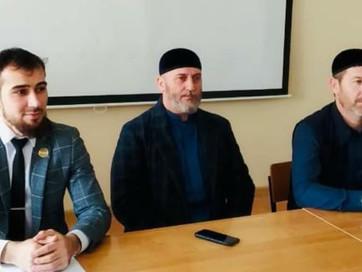 Заместитель Муфтия ЧР Арби Хабзиев посетил Чеченский государственный университет, где встретился со