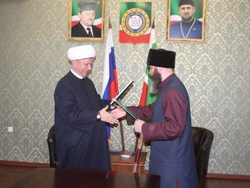 В ДУМ ЧР подписали договор о взаимодействии и сотрудничестве между религиозными организациями ДСМ РФ