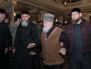 Глава ЧР Р. А. Кадыров совершил джума в мечети имени Абдулхамида Кадырова в селе Ахмат-Юрт