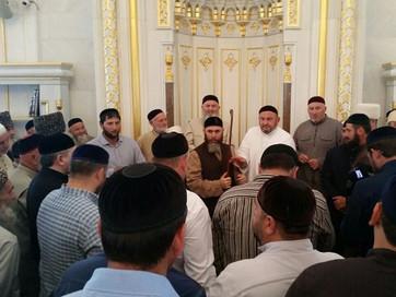 С.Межиев: Получать баракат от святых реликвий - сунна