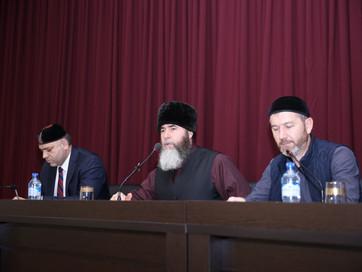 Муфтий ЧР Салах-Хаджи Межиев встретился со студентами Чеченского государственного университета