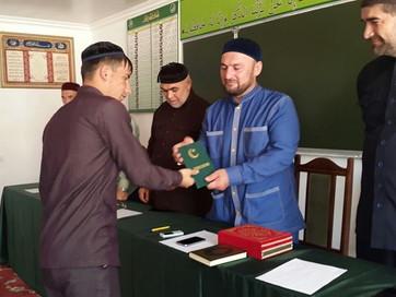 Выпускники медресе получили дипломы