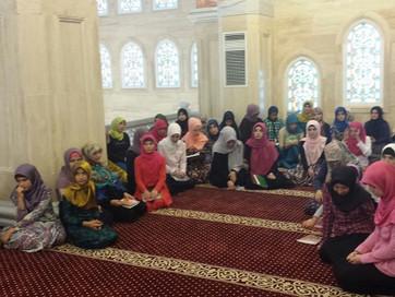 Мусульманкам важно изучать основы ислама