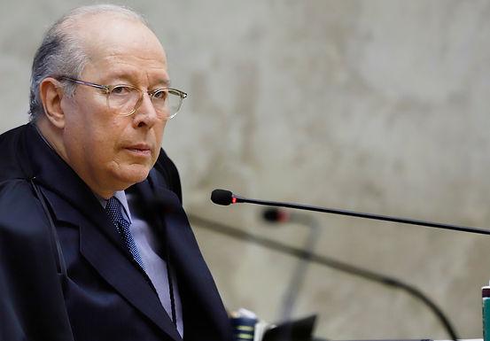 Celso de Mello vota para que Bolsonaro preste depoimento presencial