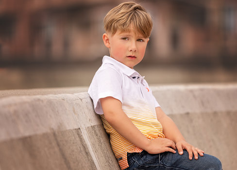 leading lines in photography boy poses