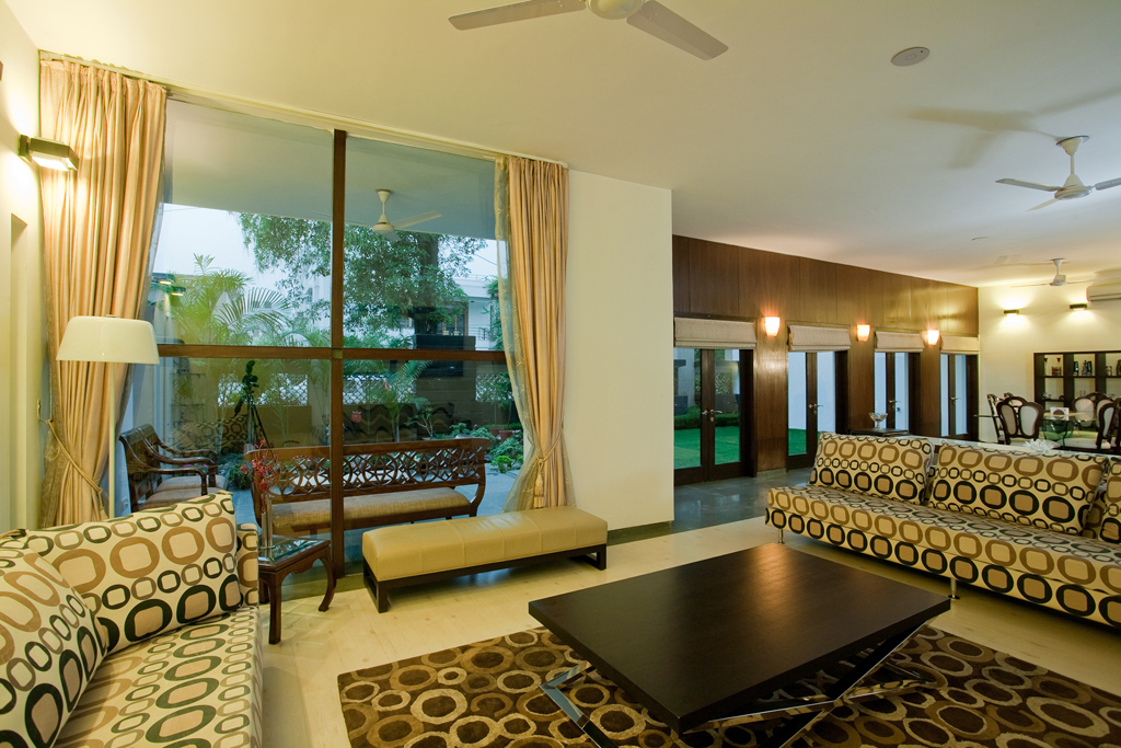 Inside-Outside_Connection_in_the_Living_Room_of_a_Modern_Indian_Home_with_Contem