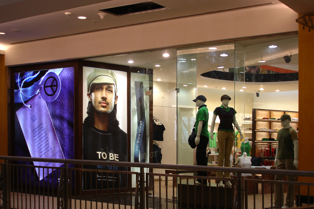Long_shot_showing_the_elevation_of_the_USI_store,Noida__©_AKDA.JPG