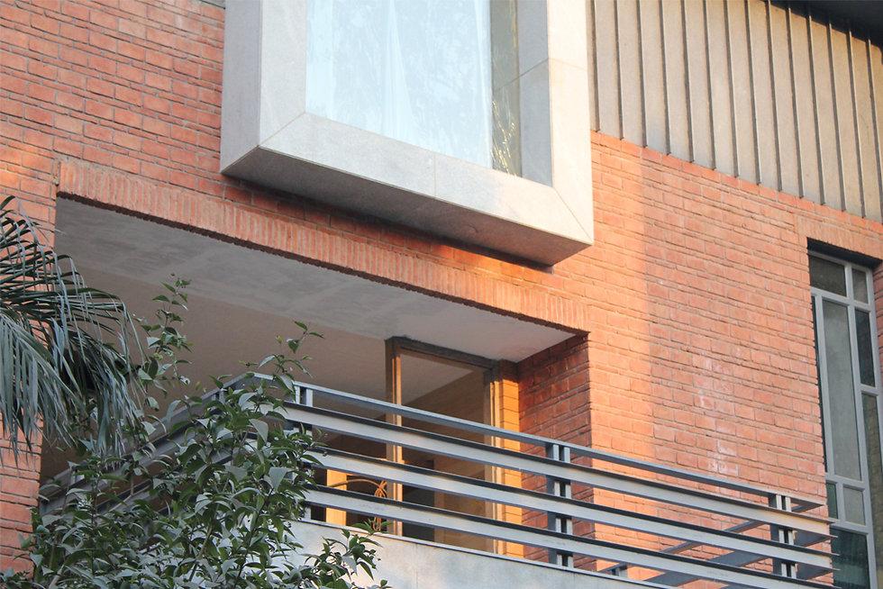 Closer_view_of_the_facade_of_a_indian_mo