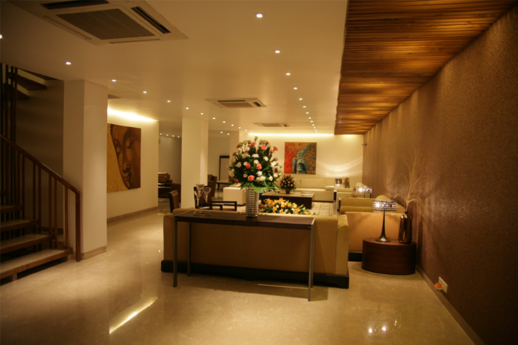 Wood_louvred_paneling_in_the_false_ceiling_running_through_the_living_room_of_a_