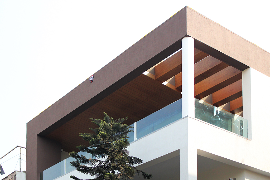 Closer_View_of_the_Facade_of_Modern_Indian_Home_with_Contemporary_Interiors_in_N