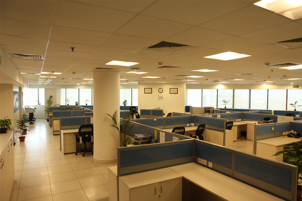 Interior_shot_of_the_workstation_area._The_monotone_making_the_space_expansive_a