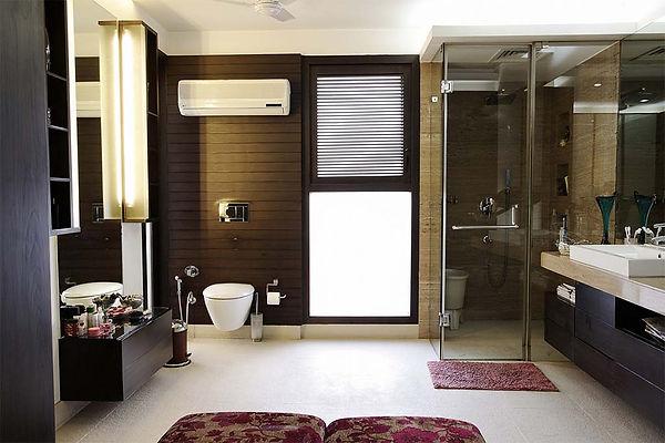 spacious_bathroom_with_a_subtle_colour_t