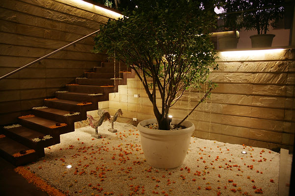 Steps_leading_to_the_sunken_courtyard_wi