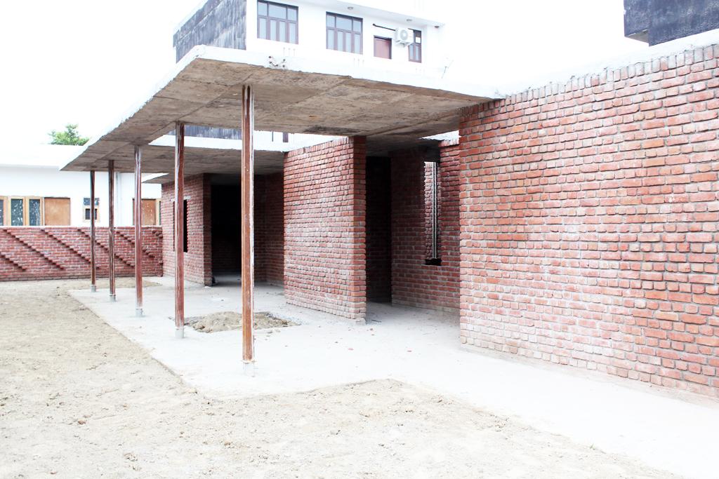 Modern Brick House, Noida 4.JPG