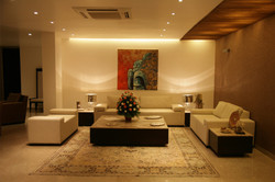 Subtle_colourtone_maintained_in_the_interiors_of_the_modern_indian_house_in_New_