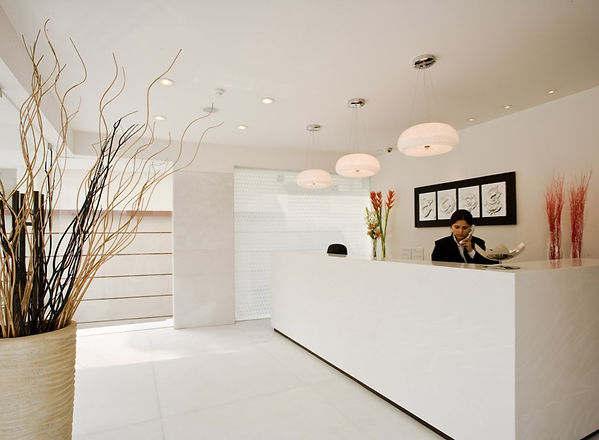 Well_lit,expansive_reception_area_with_a