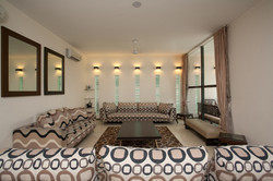 Living_Room_of_a_Modern_Indian_Home_with_Contemporary_Interiors_in_New_Delhi,_In