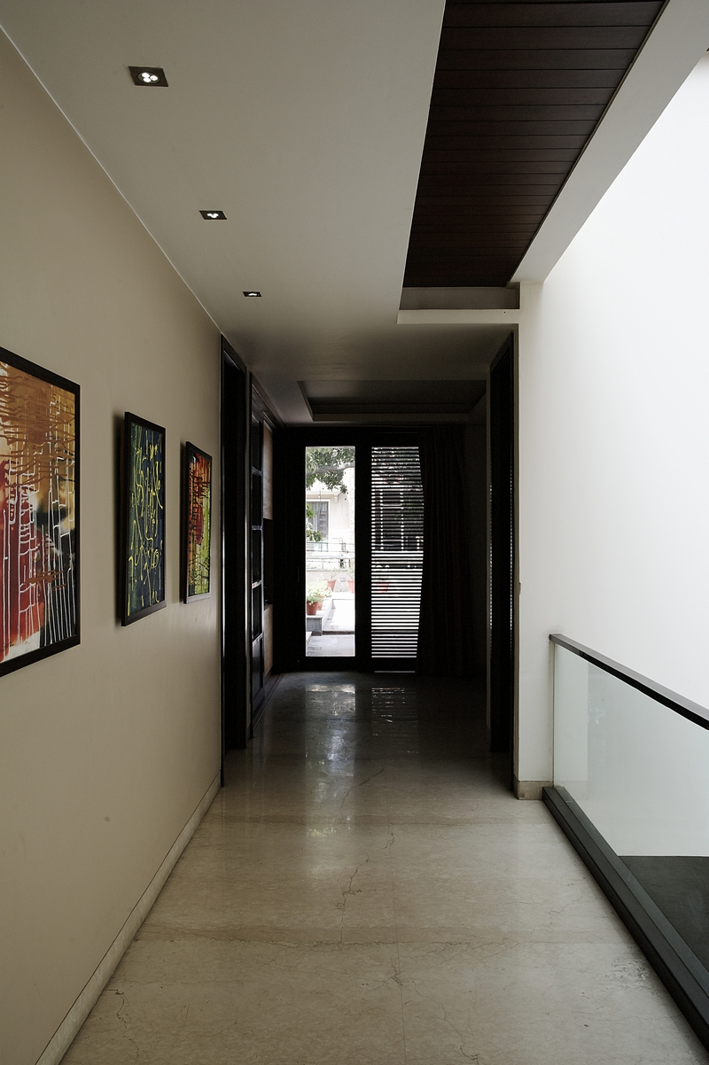 Art_lines_the_Walls_of_a_Corridor_in_a_Modern_Indian_Home_with_Contemporary_Inte