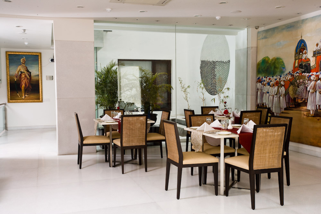 Minimalistic_furniture_used_in_the_restaurant_of_the_Amber_hotel,New_Delhi__©_AK