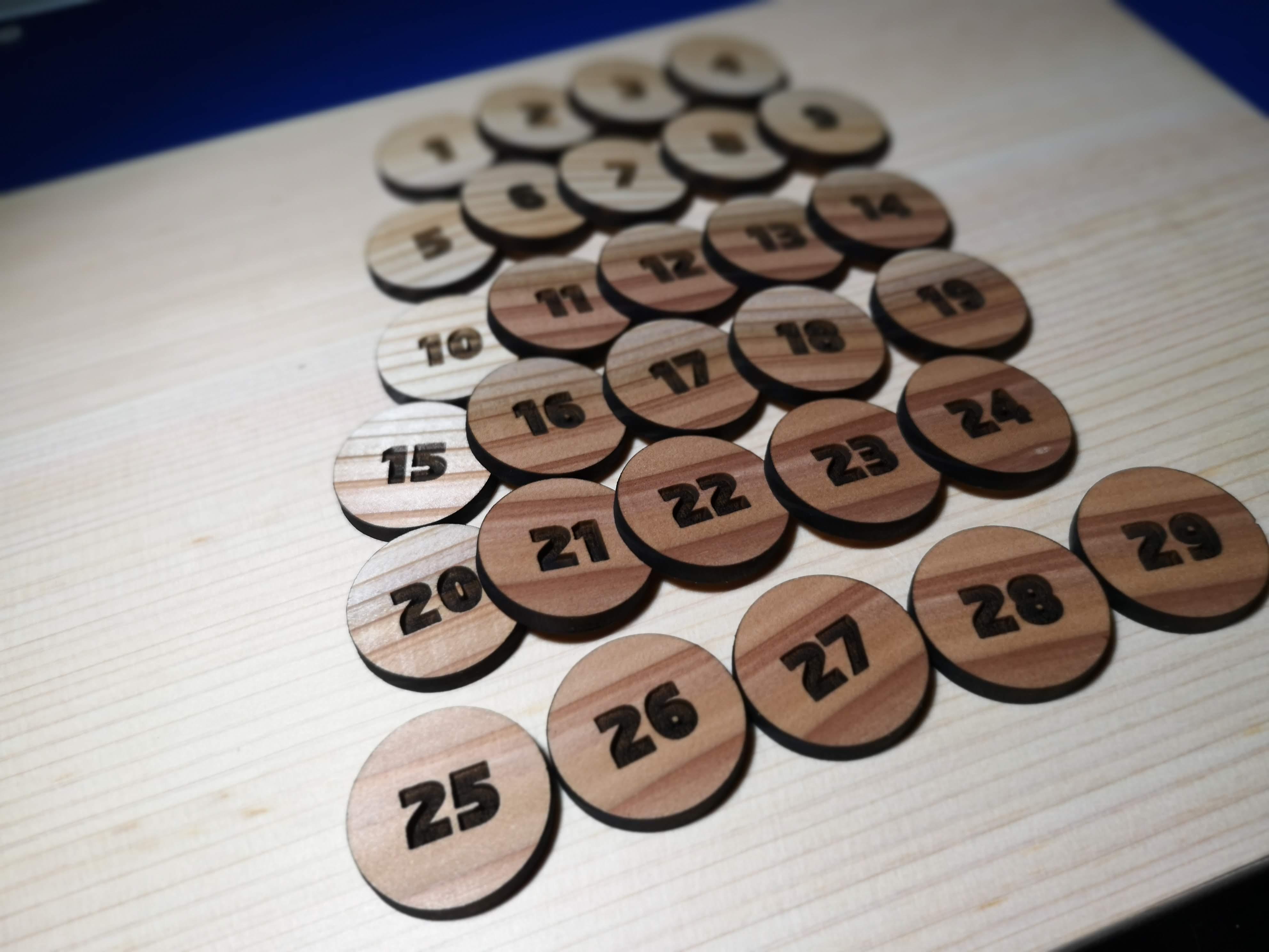 木のメダルもあるよ