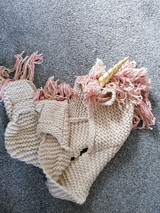 New unused chunky knitted unicorn hat scarf gloves 3-12 years