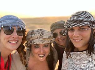 Girls in the Rub al Khali (Dhofar Intern