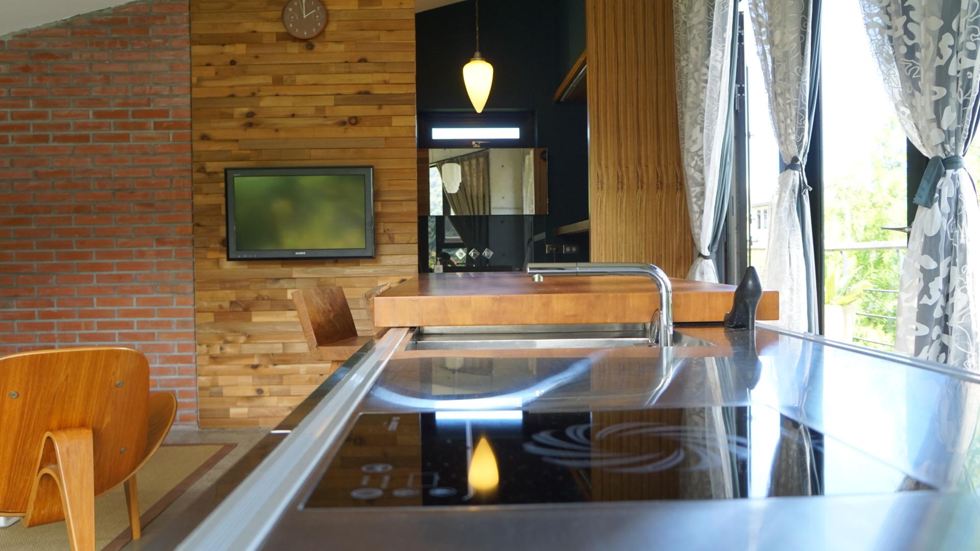 房間內的吧台可以料理輕食