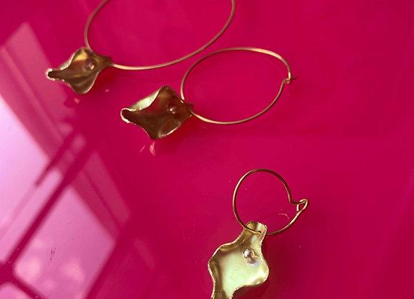 Mini Pussy earrings on ring