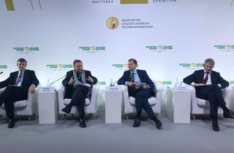 Ministro Blairo Maggi em reunião com empresários em Moscou (Mapa/Divulgação)