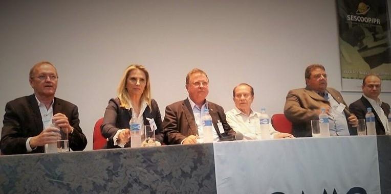 Blairo Maggi durante encontro na Coamo, no Paraná, onde se reuniu com dirigentes de 49 sindicatos da região Sul, nesta quinta (19) Foto: Mapa/Divulgação