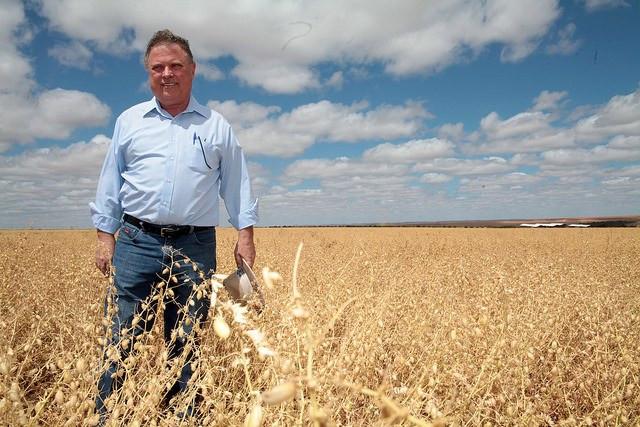 O ministro Blairo Maggi participou da colheita e prometeu simplificar regras na área de sementes (Antonio Araujo/Mapa)
