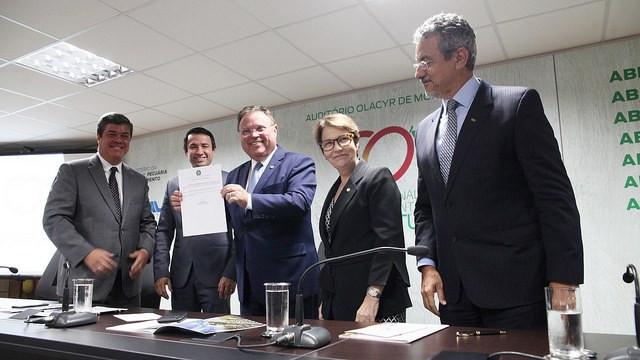 Ministro Maggi assina portaria que cria Comitê Consultivo do Plano (Foto: Assessoria MAPA)