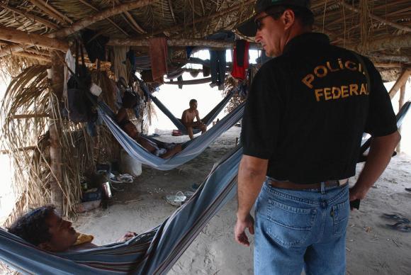 Fiscal encontra pessoas em condição análoga ao trabalho escravo (Foto:Marcello Casal Jr/Agência Brasil)