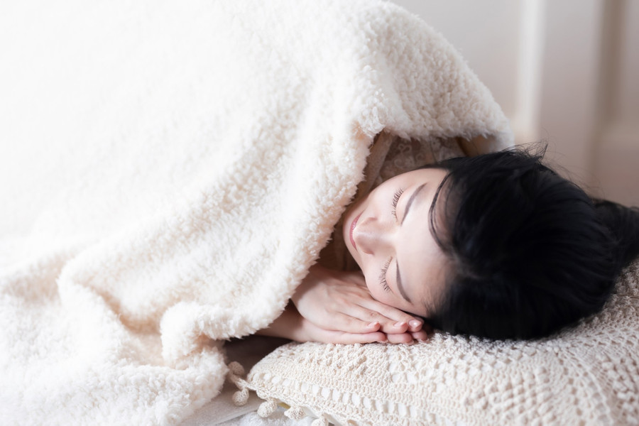 寝ている女性.jpg
