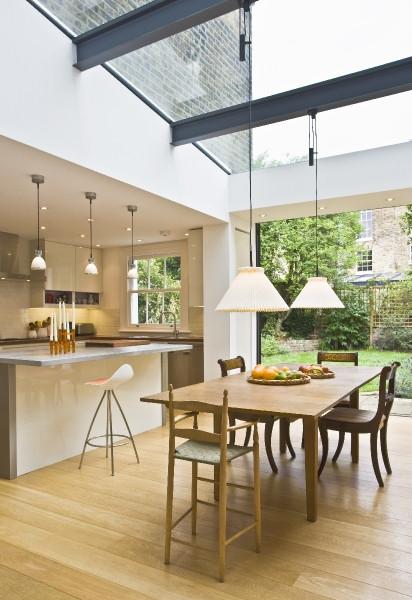 Pendant light suspended over side return glazing