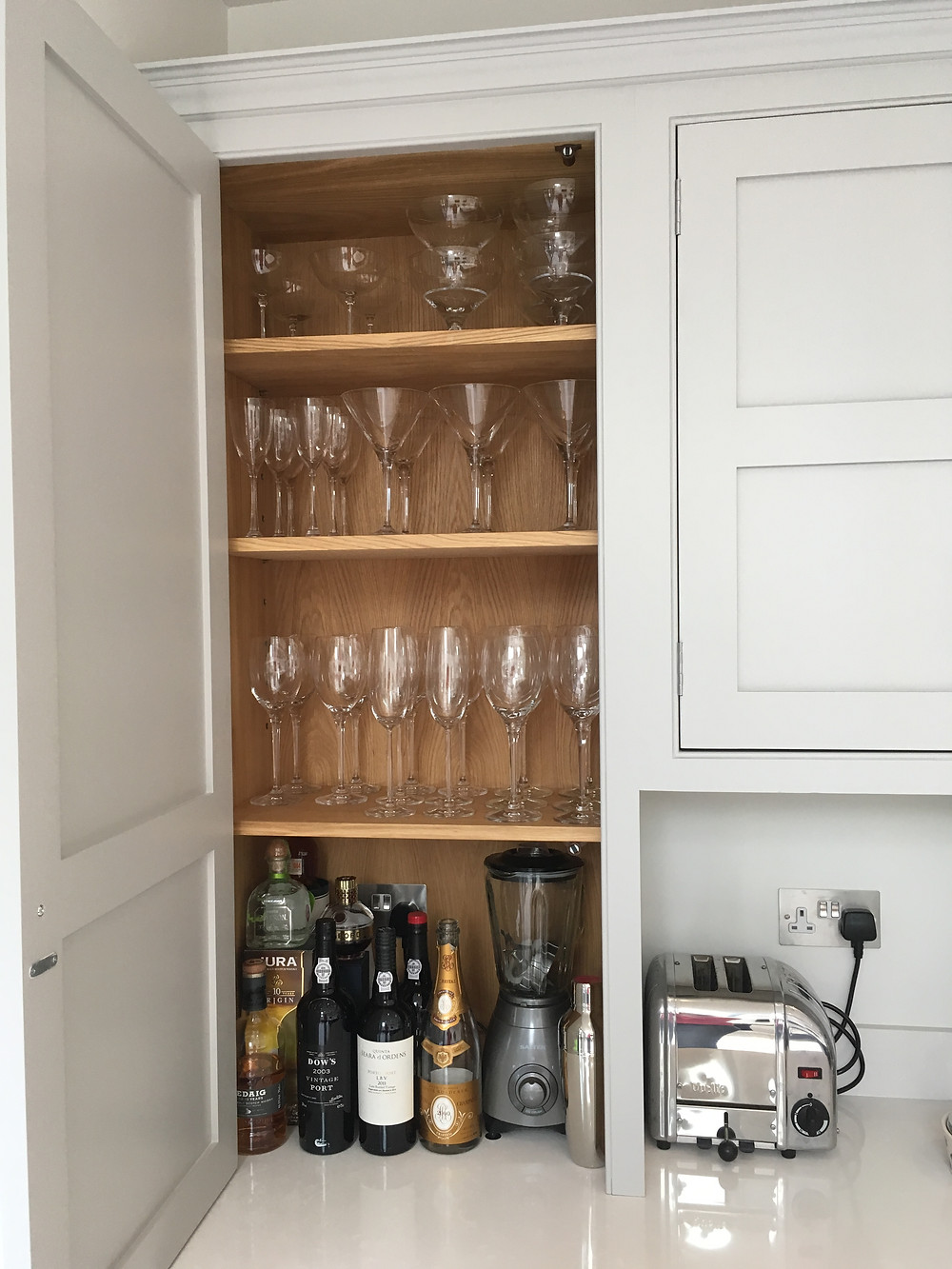Cocktail cabinet with double electrical socket