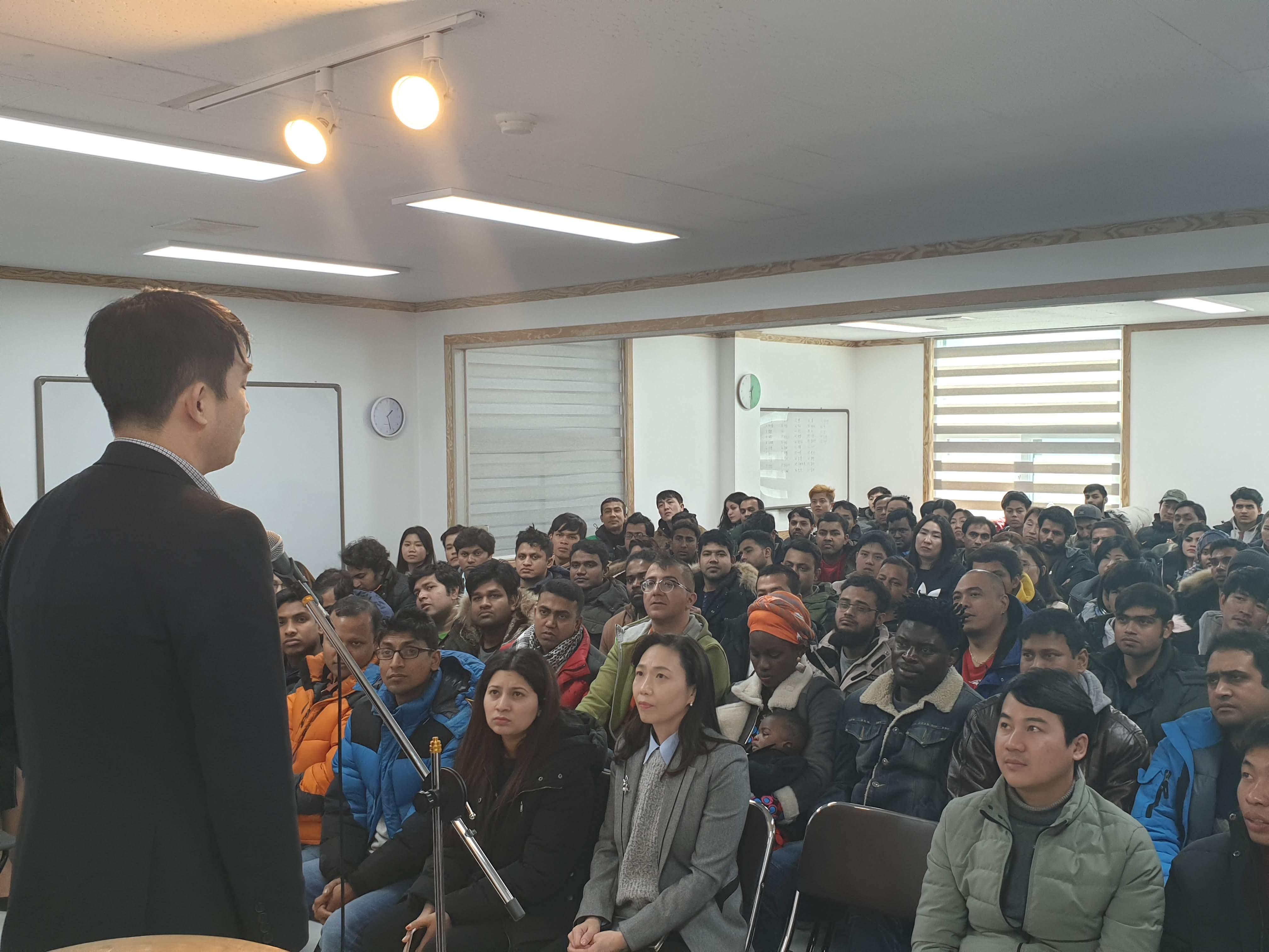 8.2월10일 사회통합프록램 한국어 교육 개강식에 모인 이민자
