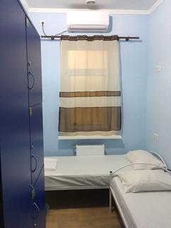 Номер комфорт с двумя кроватями и телеви