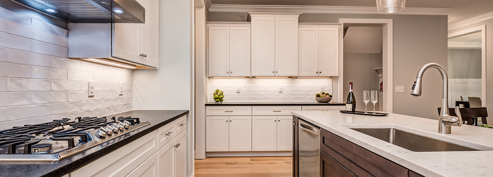 7203BelleraCt-12Kitchen.jpg