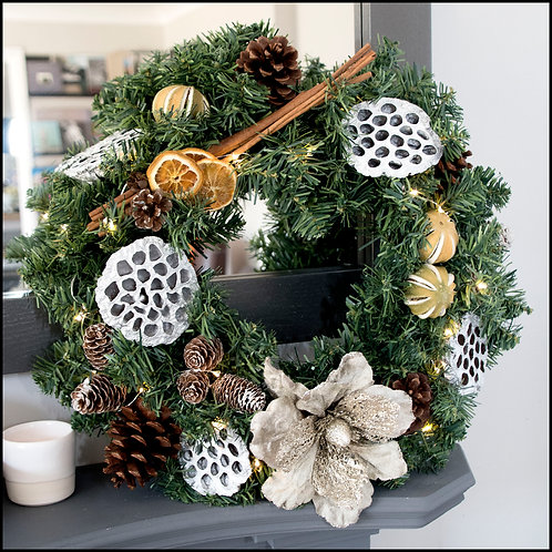 Traditional Wreath - Gold Flower2