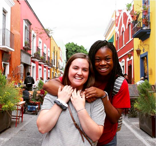 """""""Estamos probando cosas nuevas y queriendo cada minuto [We are trying new things and loving every minute]."""" Photo by student Emma Morris, from the CIS program Cuisine, Arts and Culture of Mexico, OU in Puebla."""