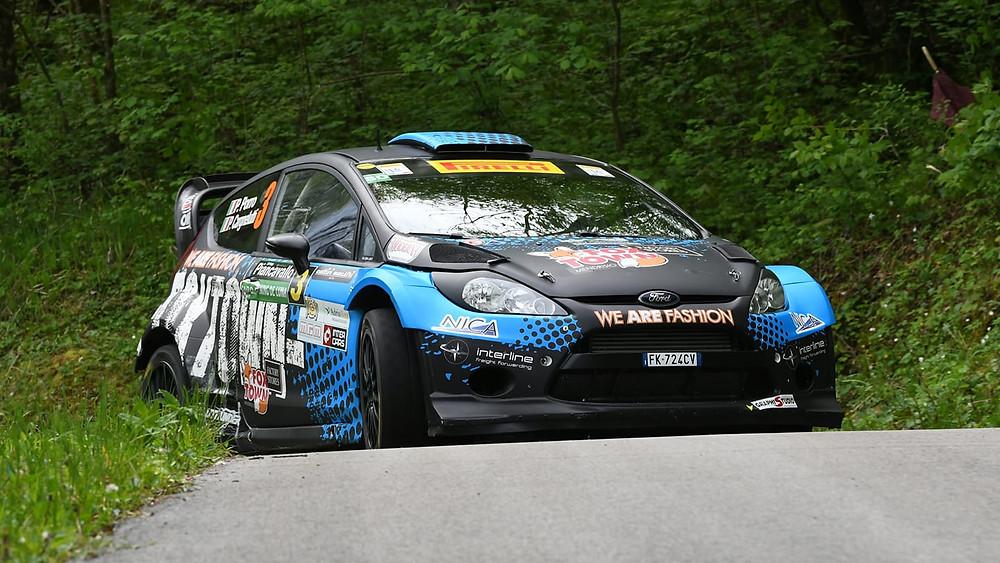 La Ford Fiesta WRC di Porro-Cargnelutti in azione al Rally Piancavallo