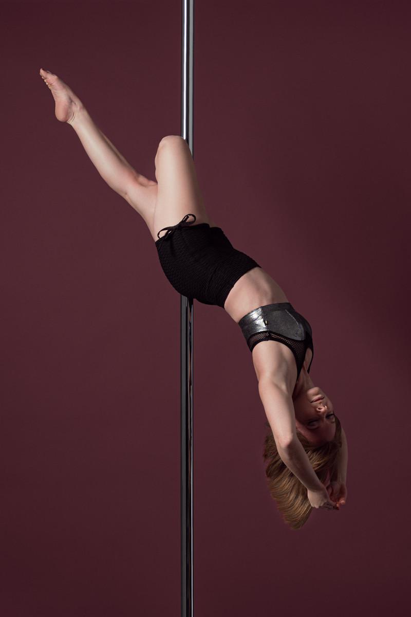 Pole_Dance_Cross_Knee_Release.jpg