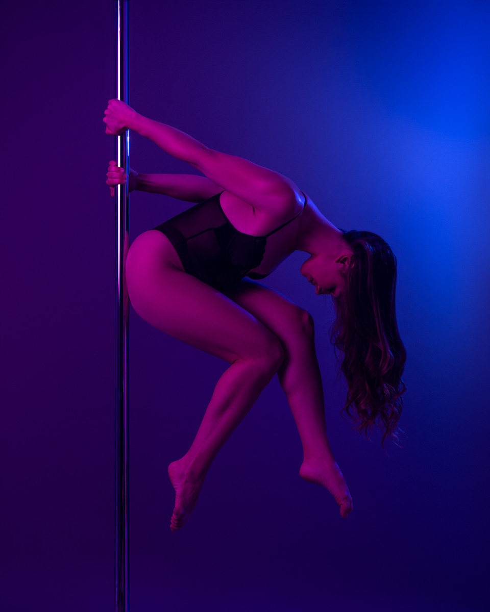 Pole_Dance_The_Thinker.jpg
