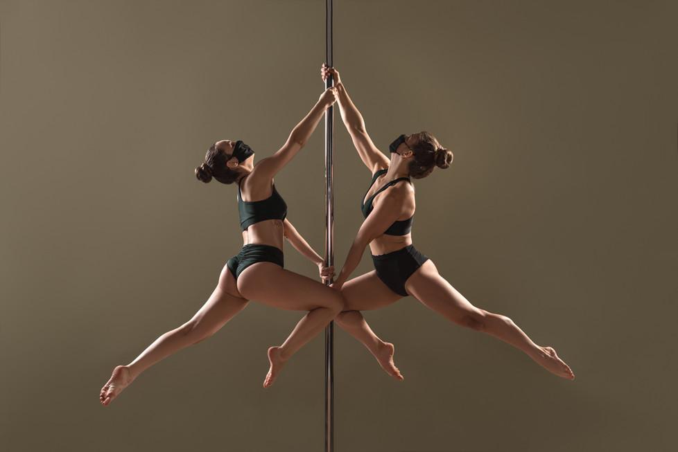Pole_Dance_Double_Tinkerbell.jpg