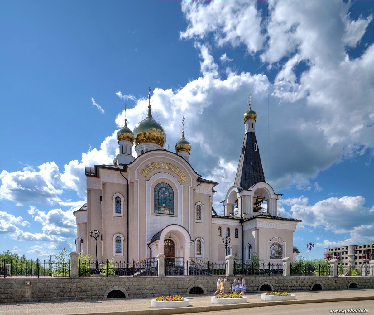 Якутия, город Мирный. Свято-Троицкий храм. Медная кровля
